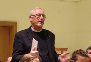 Thomas Fuchs beim Vortrag im Tagungshaus Wörgl. Foto: Spielbichler