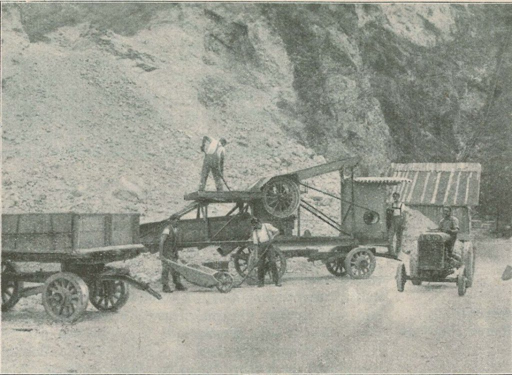 Mit Straßenbauprojekten wurden die Arbeiter der Nothilfe-Aktion beschäftigt und mit Arbeitswertscheinen in Form von Freigeld entlohnt. Foto: Unterguggenberger Institut Archiv