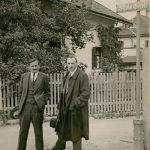 Bürgermeister Michael Unterguggenberger (links) zeigte seinem Bürgermeisterkollegen Schlechter aus Westendorf die Wörgler Silvio Gesell-Straße. Foto: Unterguggenberger Institut Wörgl