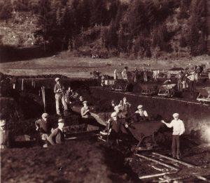 Strandbad-Bau in Kirchbichl 1933 mit Wörgler Freigeld. Foto: Unterguggenberger Institut Archiv