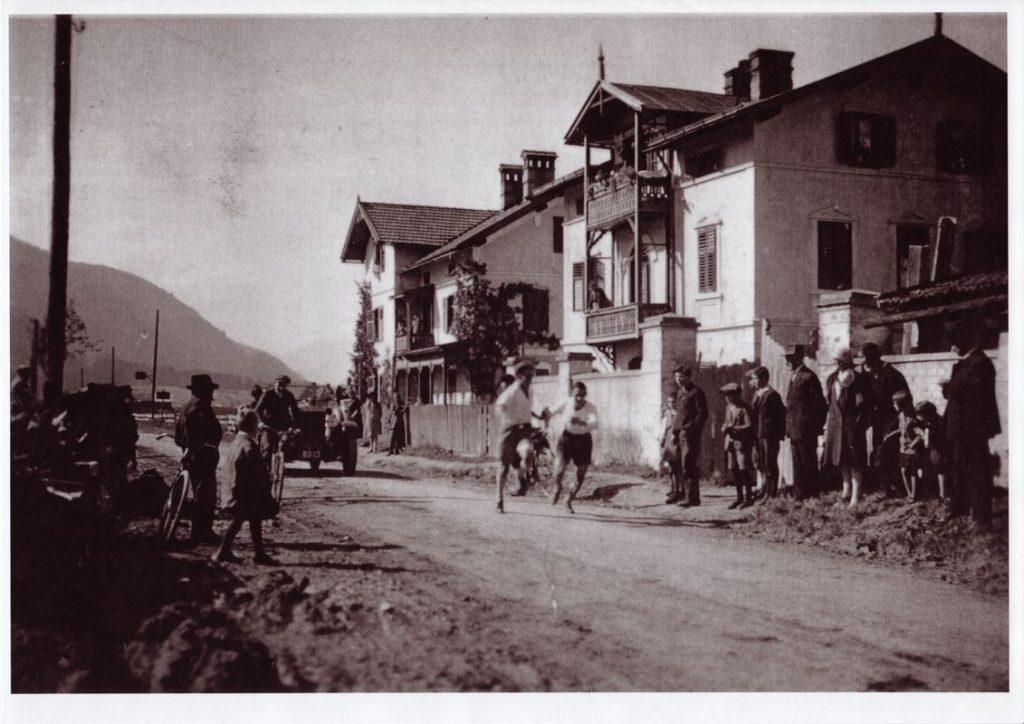 Wörgl in den 1930er Jahren - die heutige Innsbruckerstraße. Foto: Unterguggenberger Institut Archiv
