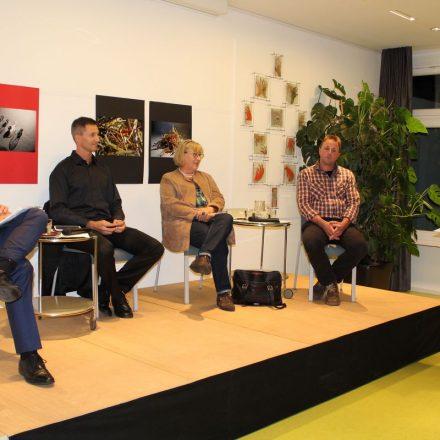 Grün-GR Richard Götz (rechts) begrüßte zur Podiumsdiskussion – v.l. Stefan Garbislander, Johnny Nesslinger, Eva Lichtenberger und Christoph Astner. Foto: Veronika Spielbichler