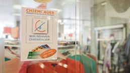 Seit 15 Jahren unterstützt der Chiemgauer die Regionalwirtschaft. Foto: www.chiemsee-chiemgau.info