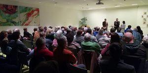 """Großer Andrang beim Filmabend """"Das System Milch"""" mit anschließender Diskussion. Foto: Willi Spielbichler"""