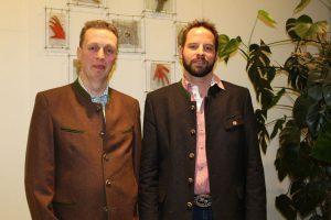 Thomas Resch und Hubert Werlberger (von links) appellierten als Sprachrohr der heimischen Bauern für den Griff zu regionalen Produkten beim Einkauf. Foto: Veronika Spielbichler