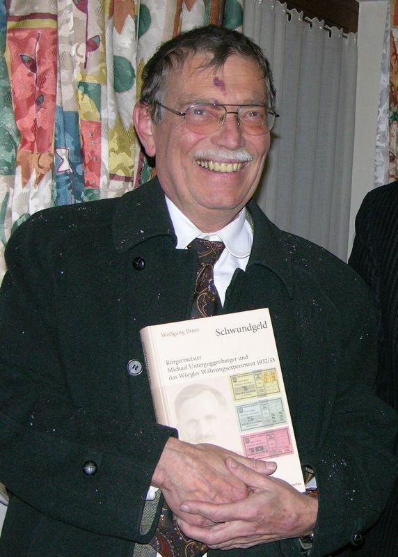 Buchautor Dr. Wolfgang Broer bei einer Lesung 2007 in Hopfgarten. Foto: Veronika Spielbichler