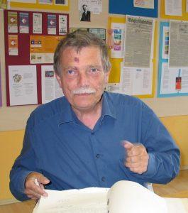 Buchautor Dr. Wolfgang Broer bei der Quellen-Recherche im August 2006 im Unterguggenberger Institut. Foto: Veronika Spielbichler