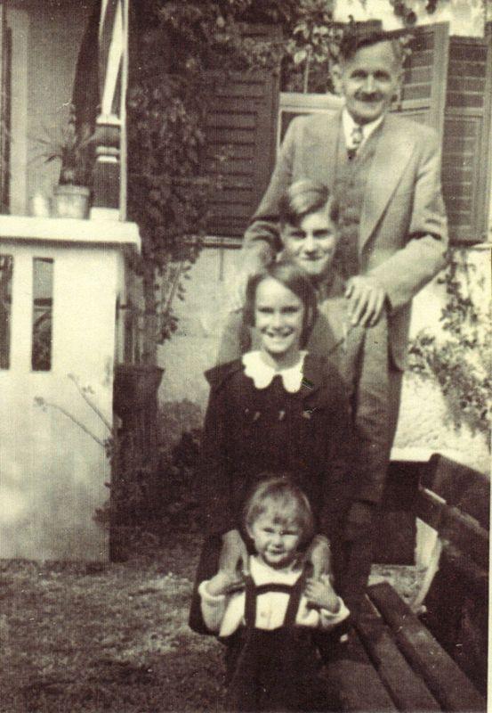 Letzte Familienfoto Michael Unterguggenberger mit Luis, Lia und Silvio. Foto: Unterguggenberger Institut Archiv