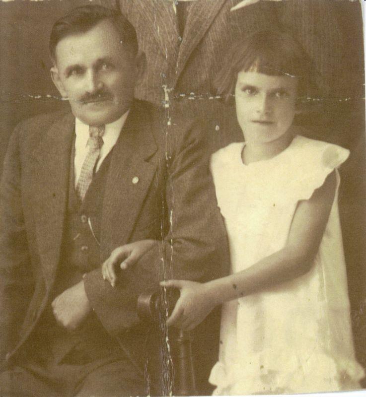 Michael Unterguggenberger mit Tochter Lia. Foto: Unterguggenberger Institut Archiv