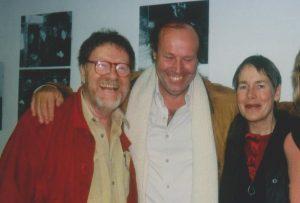 Declan und Margrit Kennedy mit Bernard Lietaer (Mitte) beim Besuch im Wörgler Heimatmuseum am 27. März 1999. Foto: Veronika Spielbichler