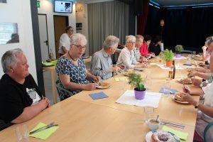 Beim Mittagstisch in der Zone Kultur.Leben.Wörgl, bei dem Tiroler Talentetausch-Mitglieder für die Vorarlberger Tauschkreis-Gruppe aufkochte.