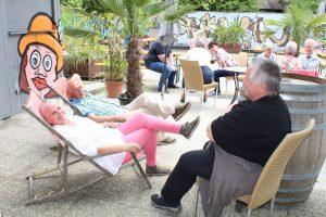 Ausspannen, bevor die Vorarlberger Gruppe zur Wanderung am Freigeld-Rundweg aufbrach.