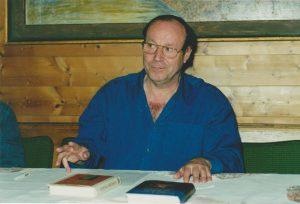 """Bernard Lietaer bei der Buchpräsentation von """"Das Geld der Zukunft"""" und """"Mysterium Geld"""" im Frühjahr 2001 in Kufstein. Foto: Spielbichler"""