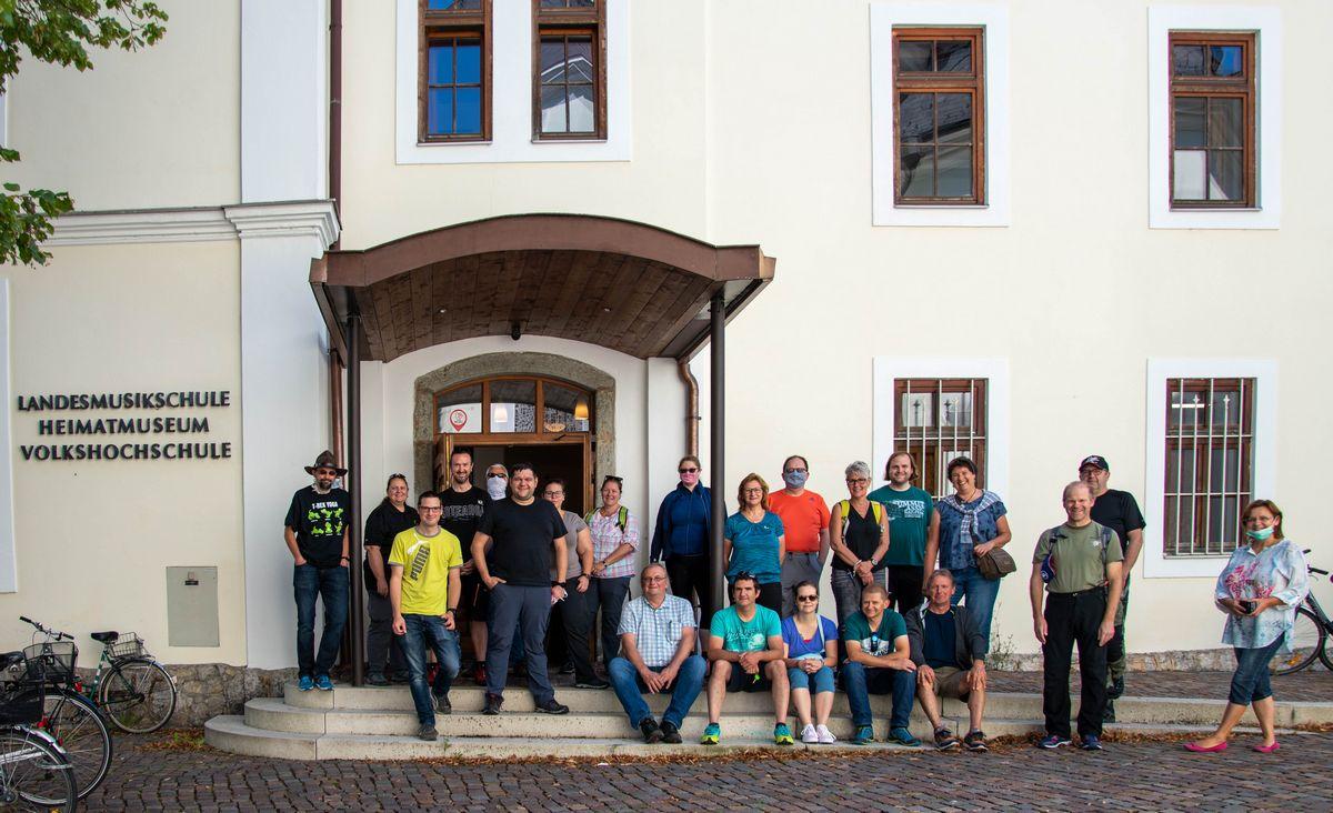 20 Jahre Geocaching – zum Jubiläum organisierte der Wörgler Christian Aufschnaiter am 12. Juli 2020 eine Veranstaltung in Wörgl mit Stadtrundgang und Heimatmuseumsbesuch.